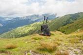 Backpack and trekking poles — Stockfoto