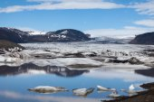 Glacier and lake with icebergs, Iceland — Stock fotografie