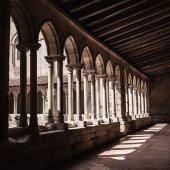 Gothic monastery courtyard — Zdjęcie stockowe
