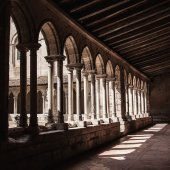 Gothic monastery courtyard — Stock fotografie