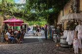 Square with cafes and shops in Saint Emilion — ストック写真
