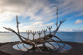 Sun Voyager monument by the sea in the center of Reykjavik, Icel — Stock Photo