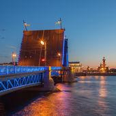 White Nights in St. Petersburg, opened the Palace bridge — Stock Photo
