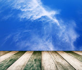 Paving vintage wood floor with cloud and blue sky — 图库照片