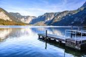 Wooden pier in Salzkammergut Lakes, Austria — Stock Photo