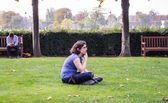 Young woman artist ponders her subject in the Tuileries, Paris. — Stock Photo