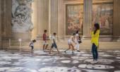Children and tourists enjoy JR faces on floor of Paris Pantheon. — Stock Photo