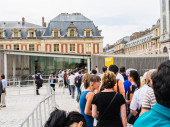 Tourists line up for admission to Versailles Palace, France — Stock Photo