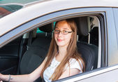 Teenage girl drives in a car — Stock Photo