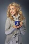 Blond lady drinking hot chocolate — Stock Photo