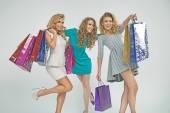 Laughing women on sale shopping — Stockfoto