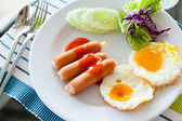 English breakfast - fried eggs, sausages — Stock Photo