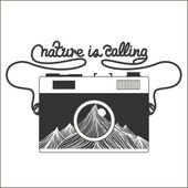 Vector vintage hipster camera with mountains — Stock Vector