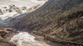 Trains Laboring through the Fraser Canyon in Britsh Columbia — Stock Photo