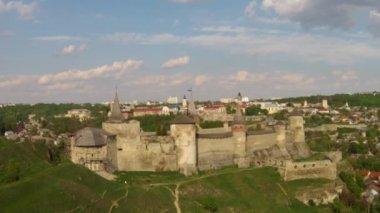 Средневековая крепость (воздушные выстрел) — Стоковое видео