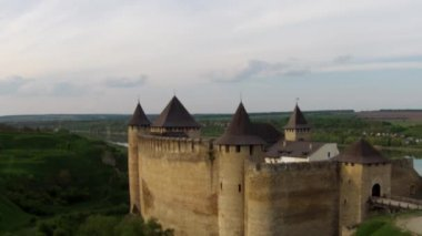 Flying near medieval fortification complex — Stock Video