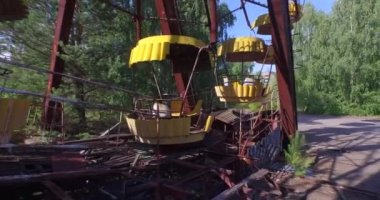 Una noria en Pripyat cerca de Chernobyl (aérea, 4k) — Vídeo de Stock