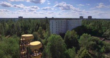 A Ferris wheel in Pripyat, near Chernobyl (Aerial, 4K) — Stock Video