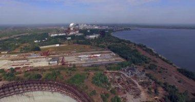 Chladicí věž nedokončeného srade černobylské jaderné elektrárny (anténa) — Stock video