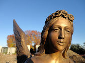 Golden sculpture of an angel — Foto de Stock