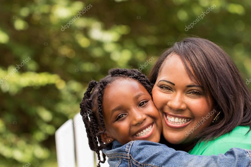 African American mother and daughter — Stock Photo ...