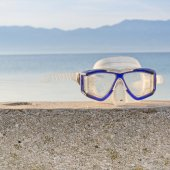 Snorkeling mask and blue sky — Stock Photo