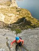 Rock climber ascend the mountain — Stock Photo