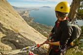 Rock climbers ascend the mountain — Stock Photo