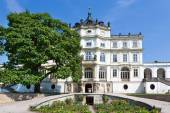 Baroque castle and statuary, Ploskovice near Litomerice, Czech repubilc, Europe — Stock Photo
