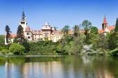 Castle and gardens Pruhonice near Prague, Central Bohemia, Czech — Stock Photo