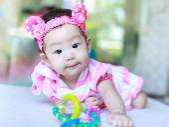 Asian baby eye contact — Stock Photo