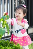 Little asian girl with flower — Stock Photo