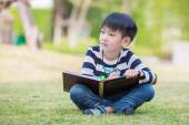 Little asian boy drawing in the garden — Foto Stock