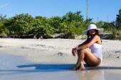 Woman sitting on beach — Stock Photo