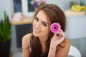 Beautiful young brunette woman — Stock Photo