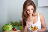 Woman is eating a salat in bowl — Stock Photo
