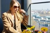 Fashion lifestyle portrait pretty woman — Stock Photo
