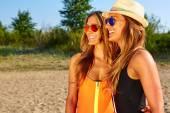 Two Women Enjoying Beach Holiday — Stock Photo