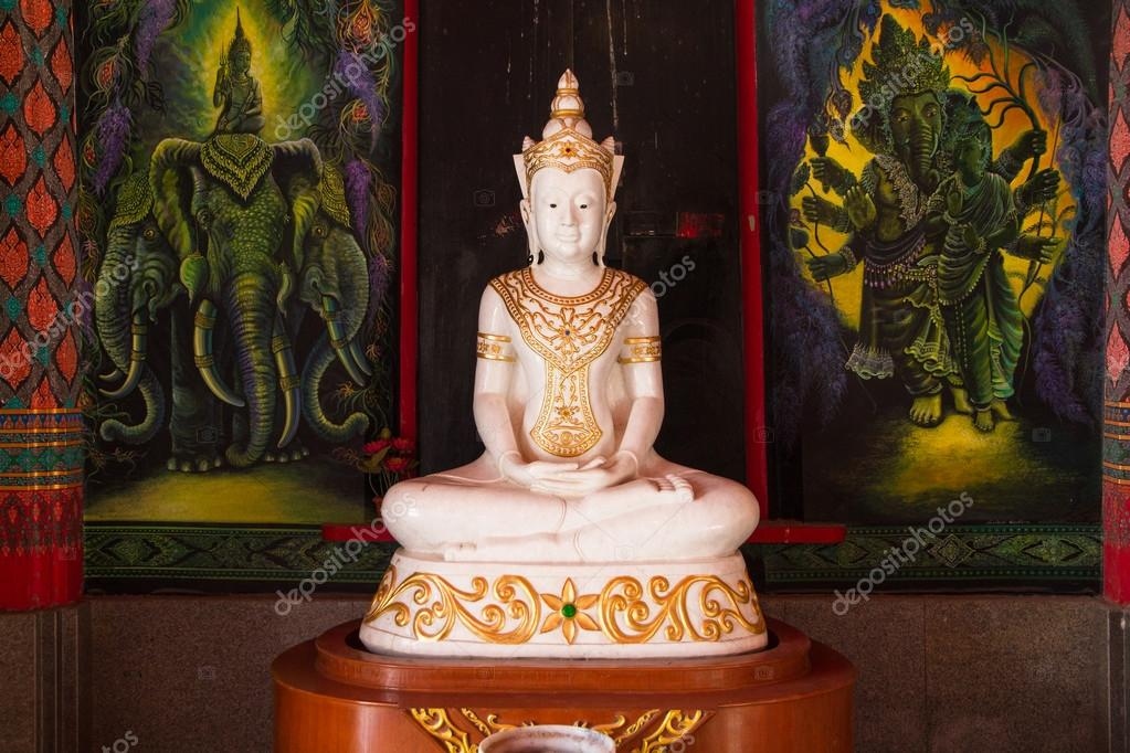 statue de bouddha tha blanc l 39 int rieur du temple de tha lande photo 107865736. Black Bedroom Furniture Sets. Home Design Ideas