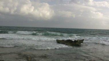 Ocean waves break over a large shore reef — Stock Video