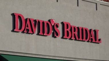 David's Bridal Boutique Exterior — Stock Video