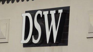DSW Store Exterior — Stock Video