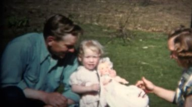 Dad Mom and Baby at Farm Picnic — Stock Video