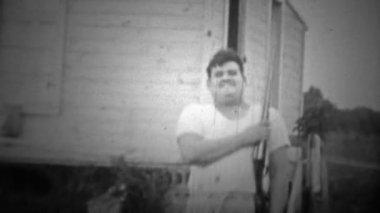 Man joking around with a shotgun — Stock Video