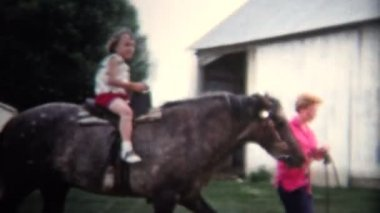 Girls riding a horse — Stock Video