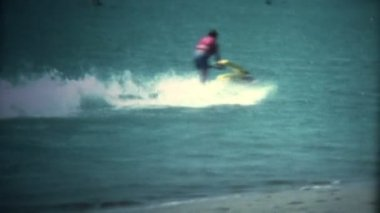 Old Yellow Jet Ski Making Turn — Stock Video