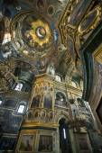 Orthodox church inside. The inner part of the dome with icons and paintings. Ukraine Pochayiv complex. — Stock Photo