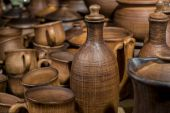 Cup, pot and other ceramic tableware in stock — Foto Stock