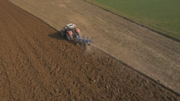 Preparing field for planting crops — Vidéo