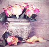 Bouquet of roses in old retro colors — Stock fotografie